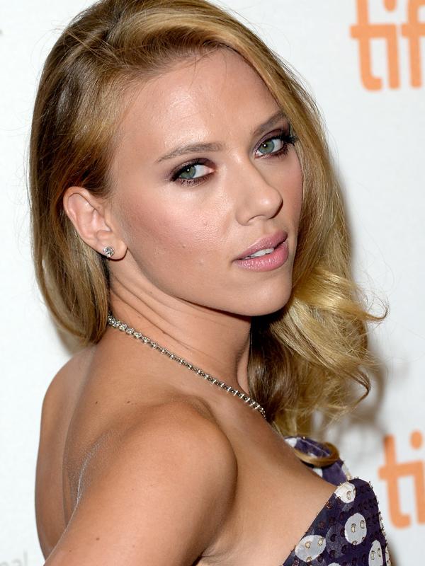 Scarlett-Johansson-makeup-Under-the-Skin-premiere-Toronto-2013-1