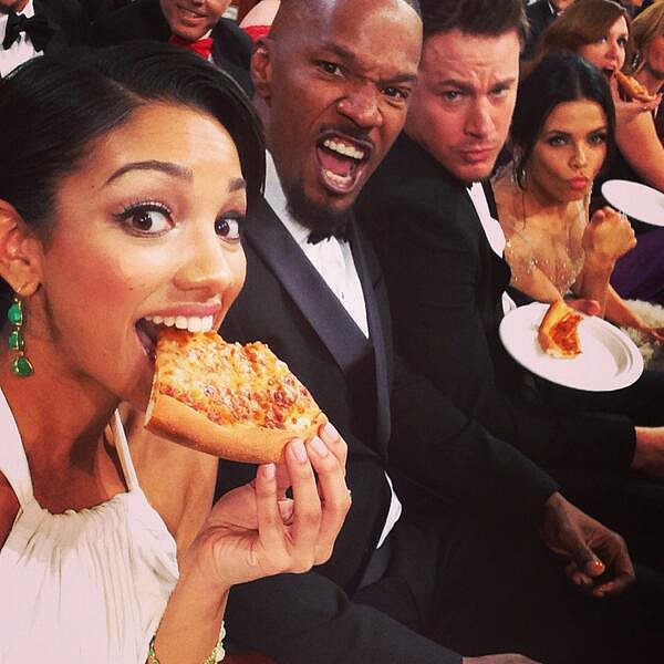 Jamie-Foxx-daughter-Corinne-Foxx-munched-pizza-her-dad